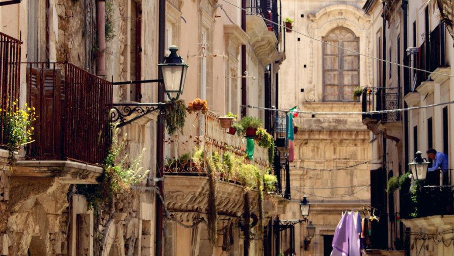 Балконы с цветами.