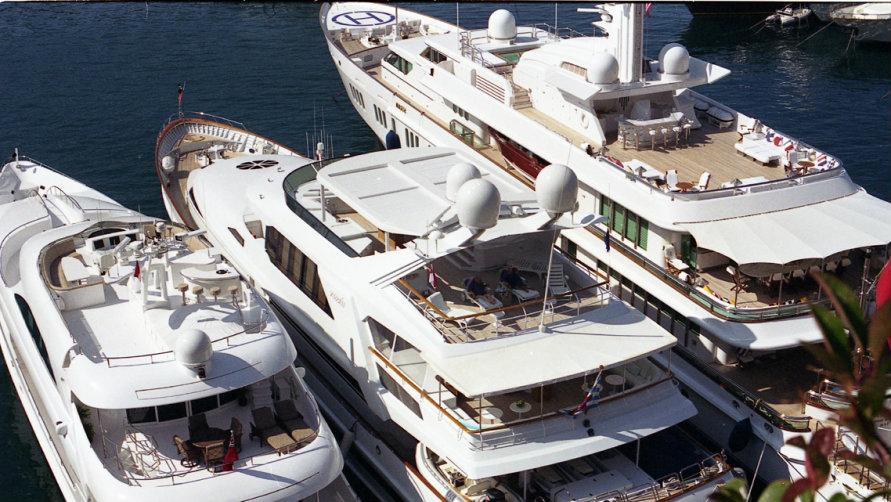 Яхты на пристани Марина-ди-Римини