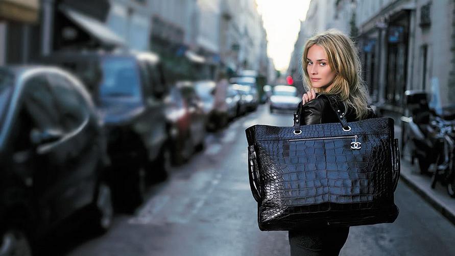 Чтобы не вызвать неудовольствие служащих визового центра, не берите с собой слишком больших объемных сумок.
