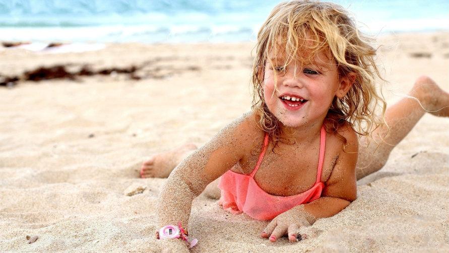 Русские мамульки ебутся с неграми на нудийском пляже 6 фотография