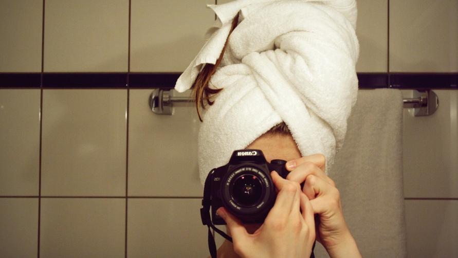 Девушка в зеркале.