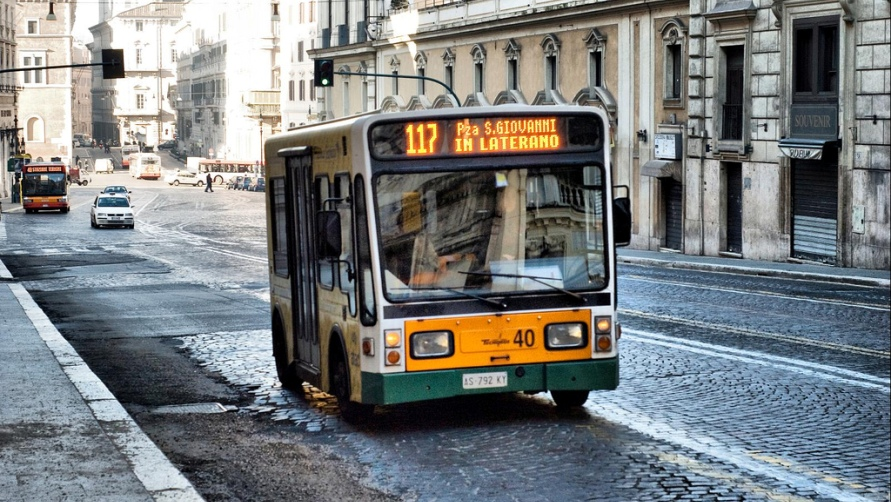 Миниавтобус в Риме