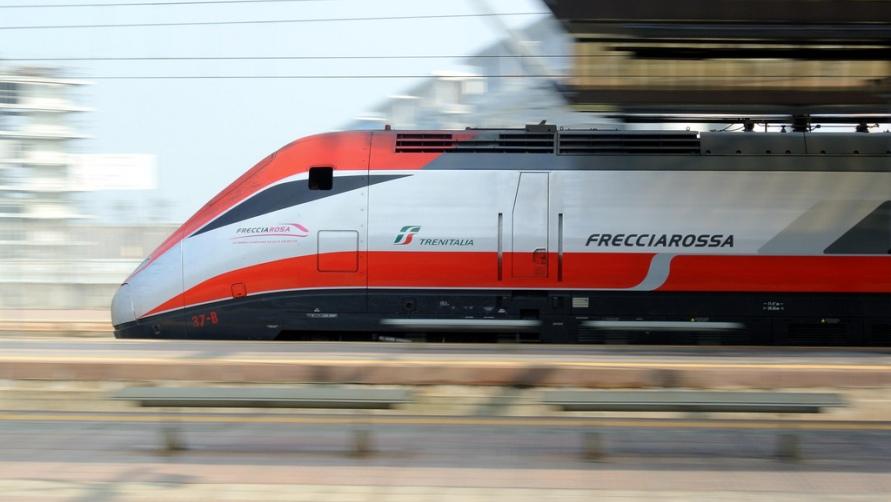 Мчащийся поезд