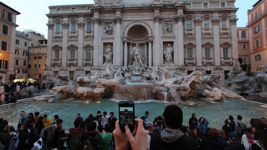 Подробная информация о фонтане Треви в Риме