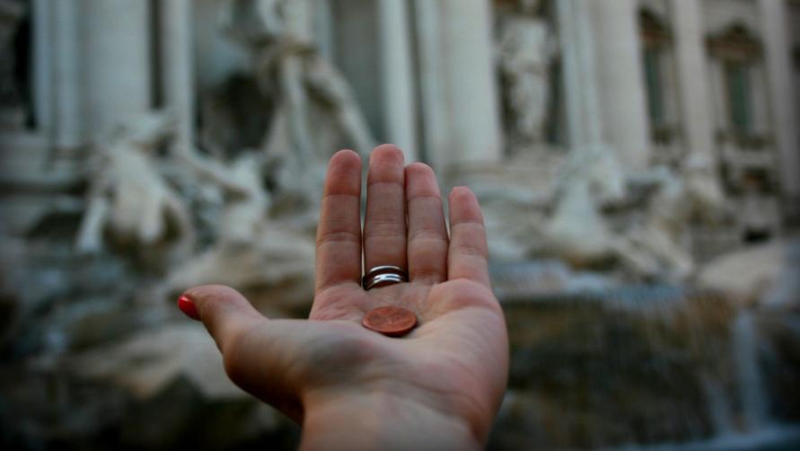 Монетка в руке