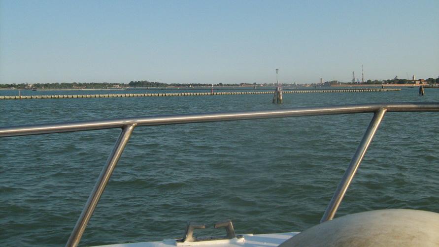 Чем пахнет вода в Венеции?