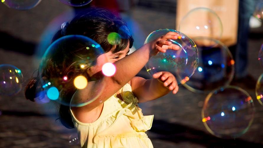 Девочка и пузыри