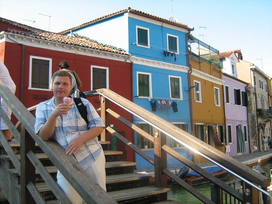 Разноцветные домики на острове Бурано.