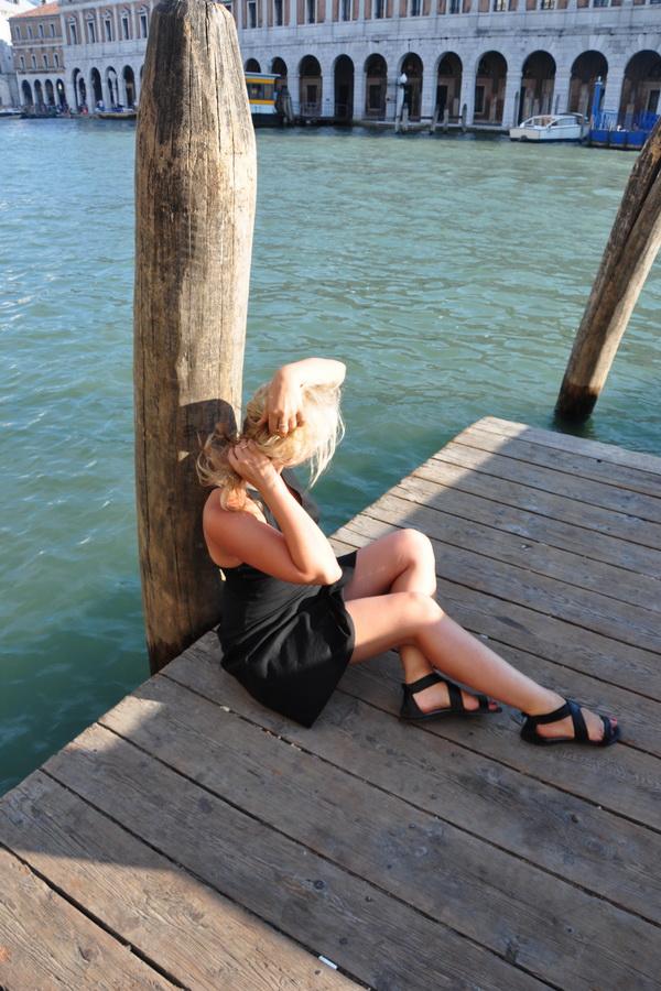 На венецианском причале в лучах вечернего солнца.