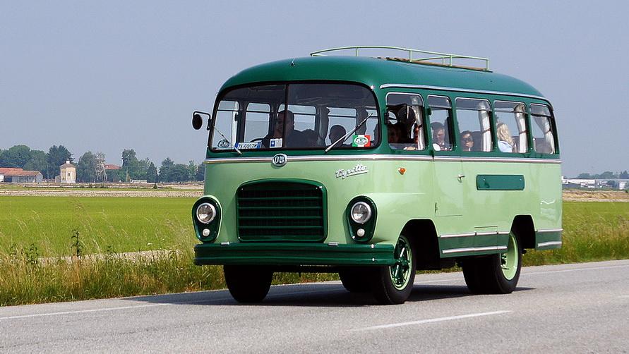 Автобус подходит для преодоления небольших расстояний.