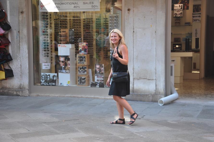 На шоппинг в Венеции я рассчитывала но клатч себе и ремень мужу всё-таки купила.