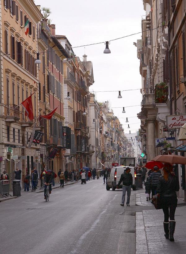 Торговая улица Корсо с бутиками.