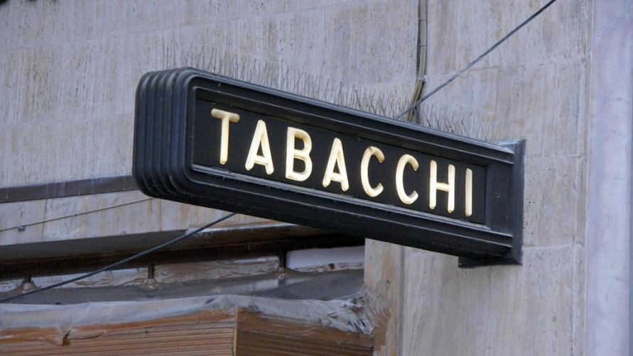 Надпись «Tabacci»
