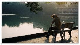 Мужчина на скамейке