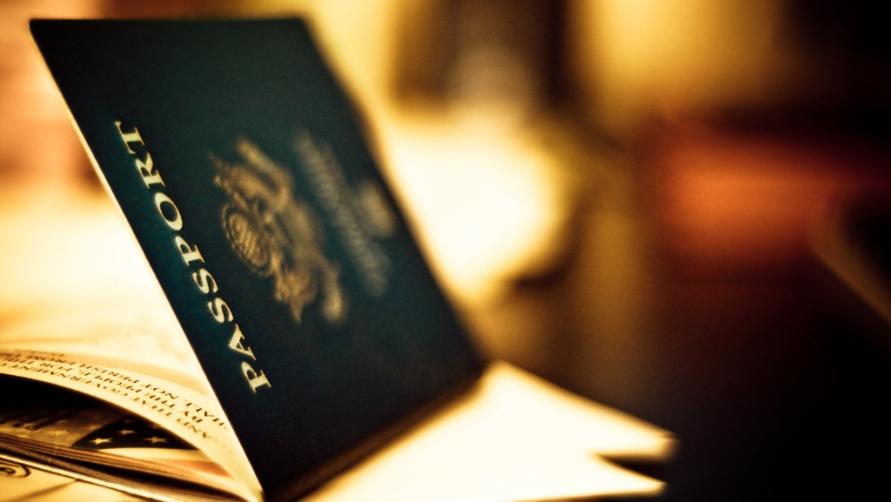 Паспорт на столе