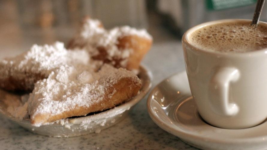 Кофе и пончики