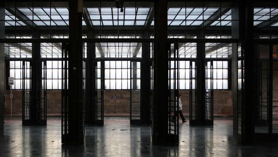 Стеклянные залы вокзала