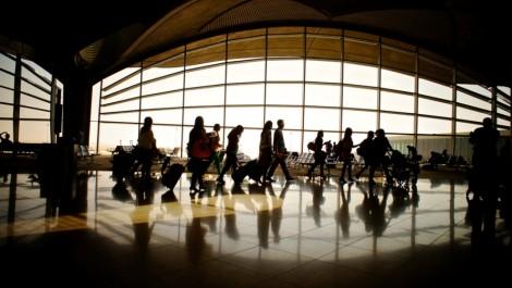 Пассажиры с чемоданами