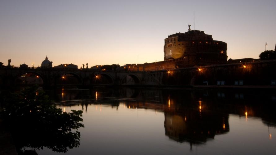 Замок в ночи