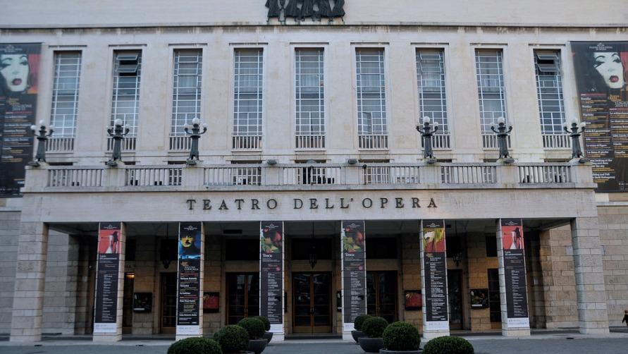 Здание оперы и театра