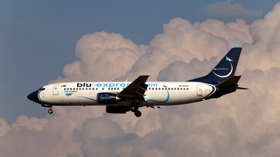 Самолет Blu-express.