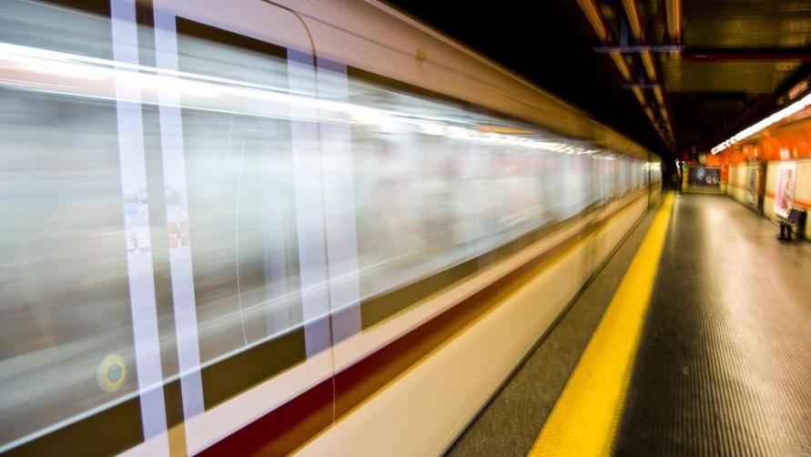 Движущийся поезд